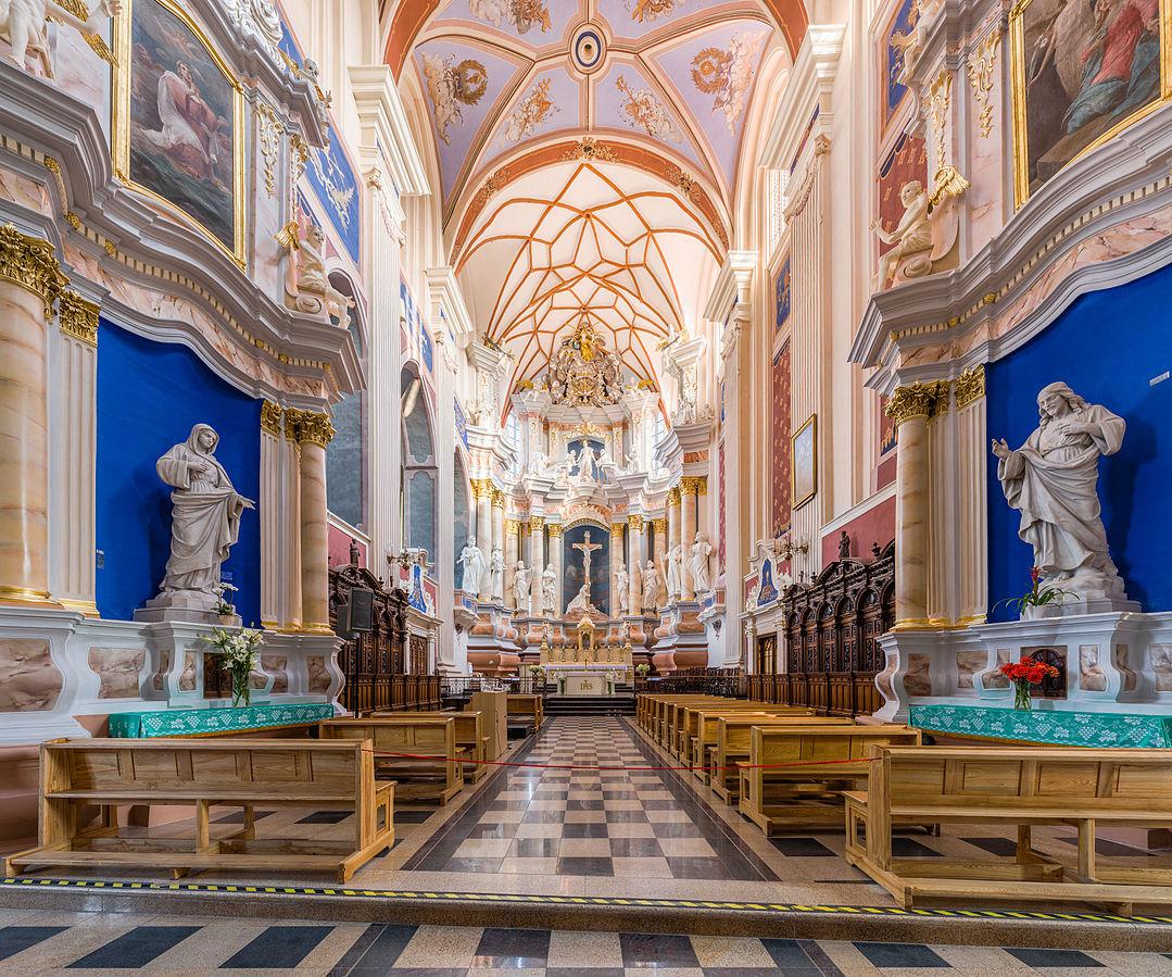 Interior de la catedral de Kaunas