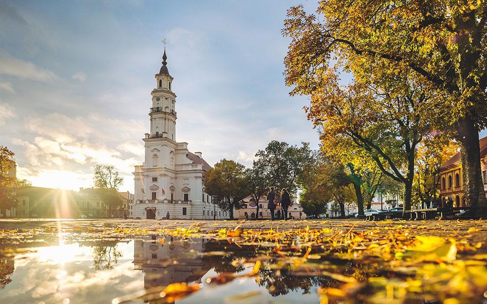 Plaza del ayuntamiento en Kaunas